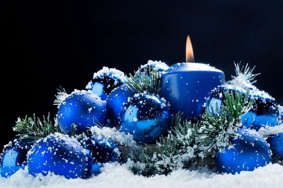 Arreglo navideño de color azul