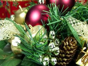 Bolas y conos para Navidad