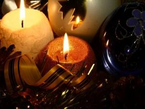 Velas encendidas en Navidad