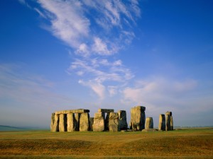Cielo azul sobre Stonehenge