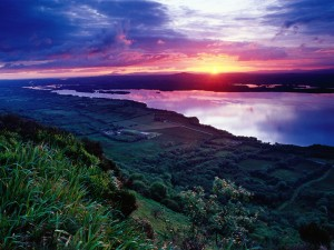 Lago Erne visto al amanecer (Irlanda)