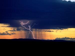 Rayos en una nube oscura