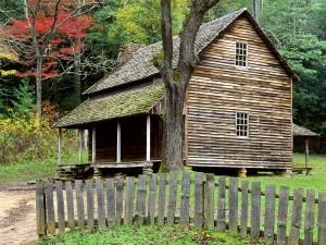Bonita cabaña en el bosque