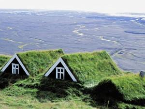Casas cubiertas de hierba en el Parque Nacional de Skaftafell (Islandia)