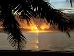 Amanece en una playa paradisíaca
