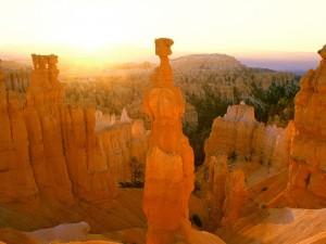 Sol iluminando el Parque Nacional del Cañón Bryce (Utah)