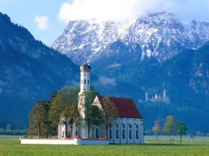 Castillo de Neuschwanstein visto desde la iglesia (Baviera, Alemania)