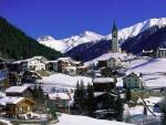 Villa cubierta de nieve en Graubunden (Suiza)
