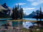 Lago en el Parque Nacional Jasper (Alberta, Canadá)