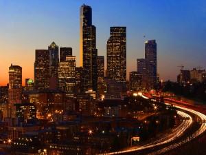 Hora del crepúsculo en la ciudad