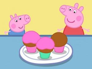 Peppa Pig y su hermano tienen magdalenas para merendar