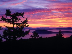 Bonito amanecer en San Juan Islands (Puget Sound, Washington)
