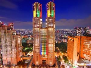 Edificios iluminados en Tokyo