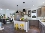 Elegante cocina y sala de estar