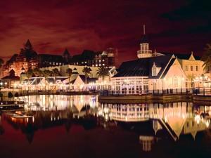 Puerto Elizabeth iluminado al atardecer (Sudáfrica)