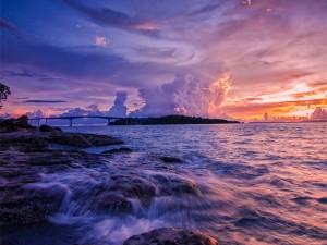 Densas nubes en el horizonte