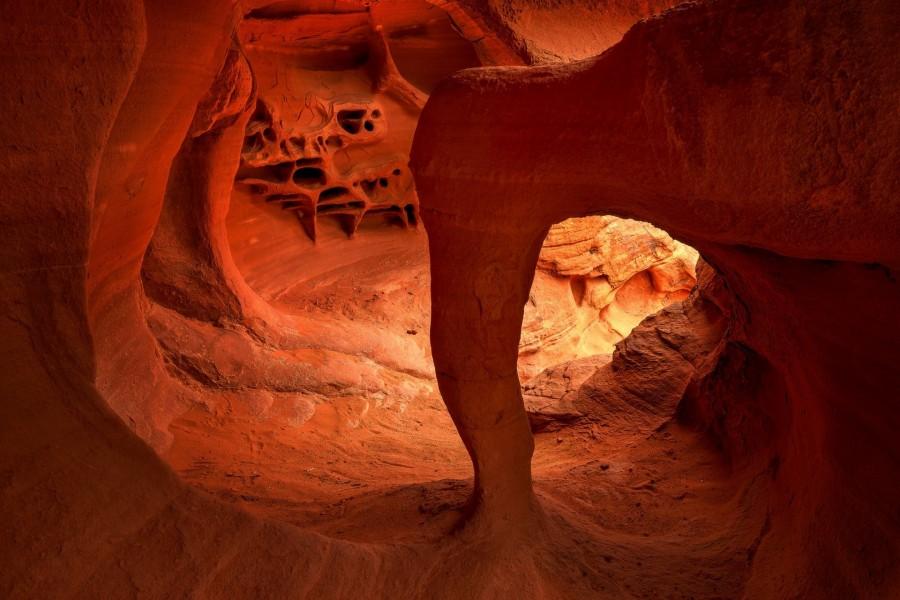 La luz del sol penetrando en la cueva