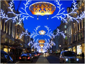 Bonitas luces navideñas en una calle