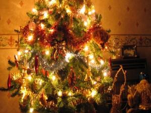 Árbol iluminado en Navidad