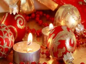 Bonitas velas y bolas para Navidad