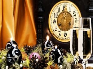 Reloj marcando el primer minuto del Año Nuevo