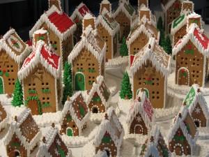 Pueblo hecho con galletas de jengibre para Navidad