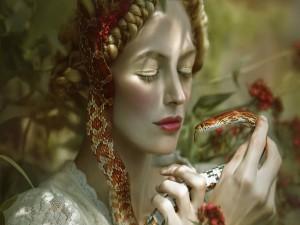 Mujer sosteniendo una serpiente