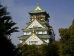 Hermoso castillo de Osaka, Japón