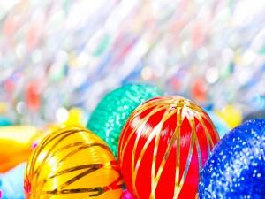 Bolas de Navidad de llamativos colores