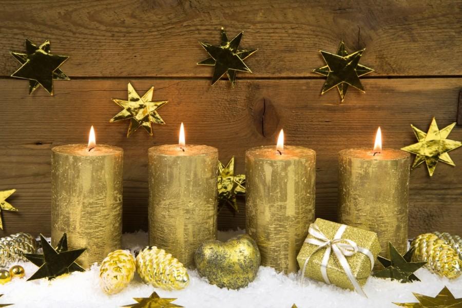 Velas encendidas para Navidad y Año Nuevo