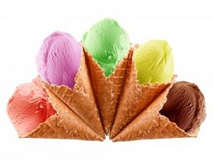 Varios conos con helados