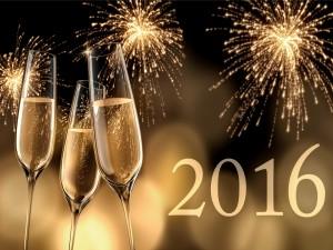 Brindis y fuegos artificiales para celebrar el Nuevo Año 2016