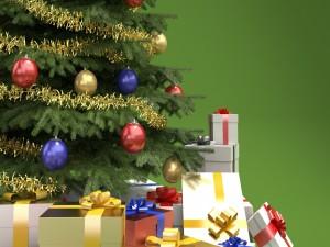Cajas de regalos junto a un árbol de Navidad