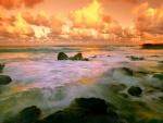 Nubes naranjas sobre el mar