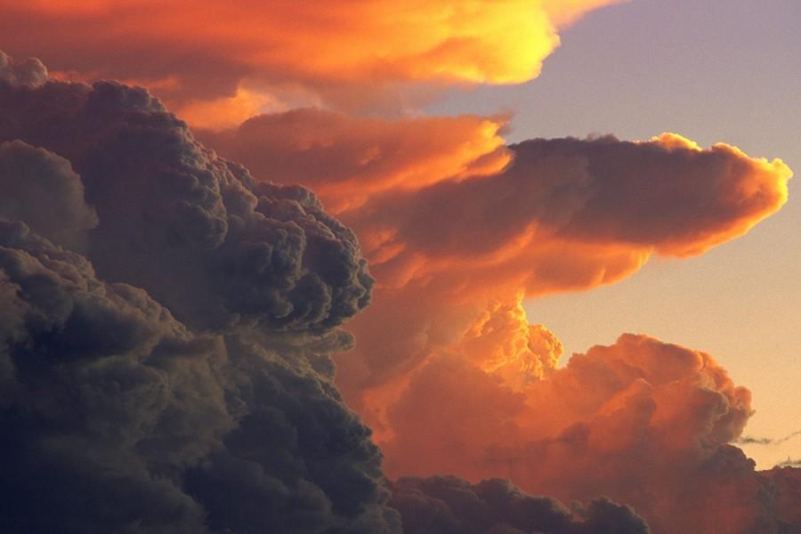 Espesas nubes en el cielo