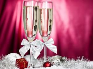 Copas de champán para brindar en las próximas fiestas navideñas