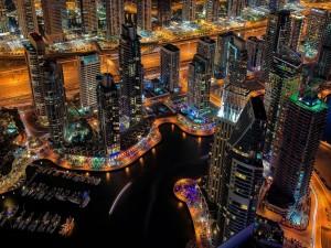 Luces en la noche de Dubai