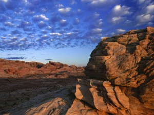 Nubes sobre las rocas