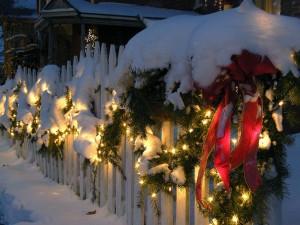 Valla decorada por Navidad