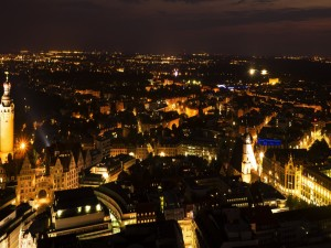 Panorama de una ciudad alemana en la noche