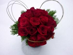 Atractivo ramo de rosas rojas
