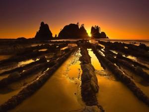 Maravillosa playa con los primeros rayos del sol