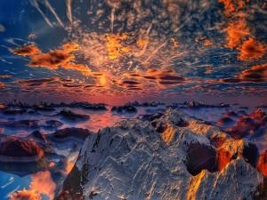 Nubes sobre las rocas cubiertas de nieve