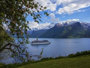 En barco por el fiordo