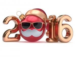 El Nuevo Año 2016 con gorro, gafas y bigotes