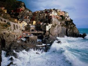 Oleaje en Manarola (Italia)