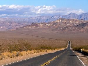 Carretera en el Valle de la Muerte (California)