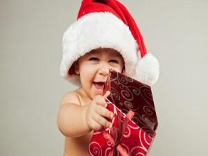 Un bebé feliz en Navidad