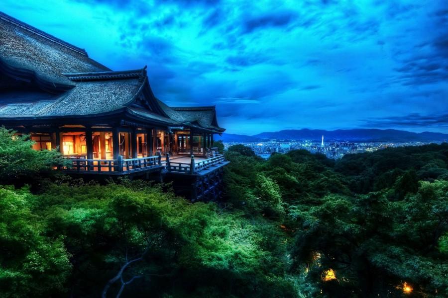 Templo en Kioto en la noche