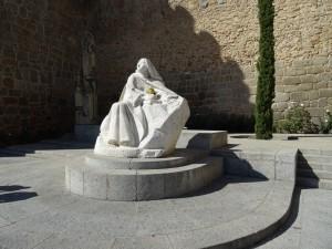 Estatua de Santa Teresa de Jesús en Ávila (España)